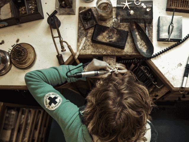 Birgit Holtmannam Werktisch